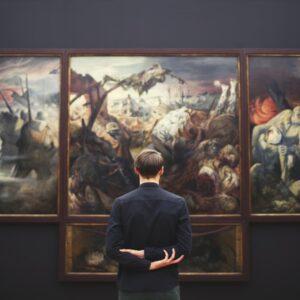 critica dell'arte e curatore di mostre e musei