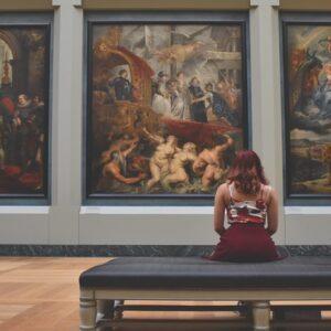 Il corso di Scuola d'Arte permette di apprendere l'arte e la sua trasformazione nel tempo
