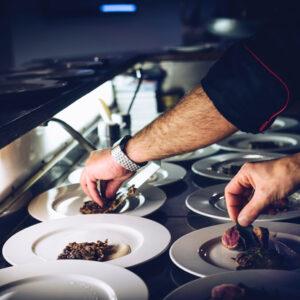 la scuola di cucina permette di conoscere gli alimenti e le basi per le ricette