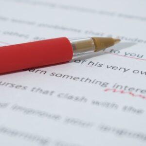 Apprendere come funziona l'editing e la correzione di testi e articoli